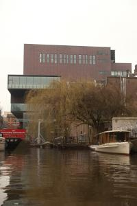 /image.axd?picture=/2012/3/2012-03-14 Amsterdam/mini/7 Canal Boat tour (02b) Melkweg from the canal.jpg